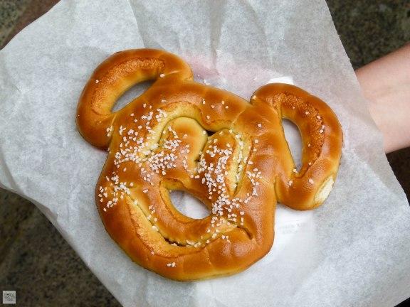mickey-pretzel